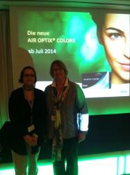 Ute Hanisch und Steffi Arenz bei Alcon, Kontaktlinsenproduzent. Es gibt eine völlig neue Multifokale Kontaktlinse, mit neuem Tragekomfort